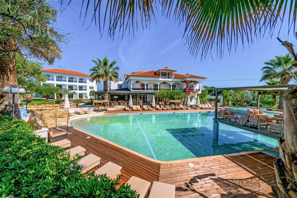 Flegra_Palace-pool-view_623-1